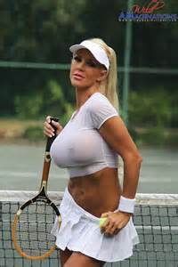 Tennis player showing pussy