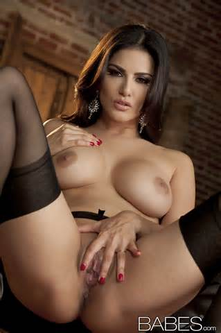 Porn Star Sunny Leone S Nude Images
